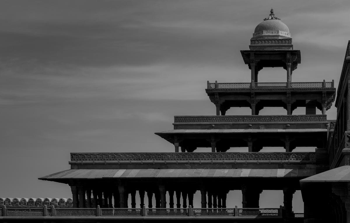"""Panch Mahal (""""fünfstöckiger Palast"""") - Königspalast - Fatehpur Sikri - Uttar Pradesh - Indien - Schwarz-Weiß-Aufnahme"""