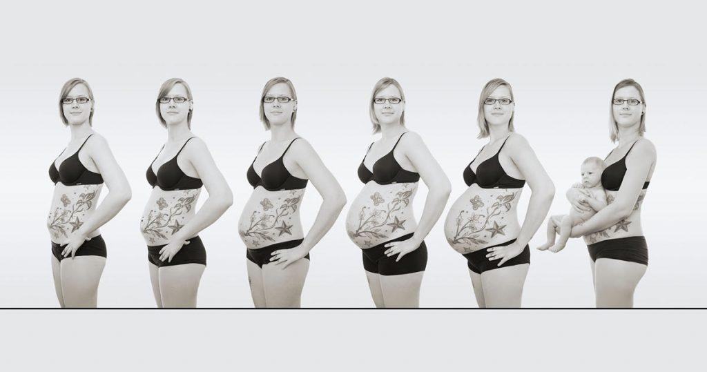 Serie von Fotos einer schwangeren Frau, deren Bauch immer größer wird. Auf dem letzten Fotos hält sie das Baby