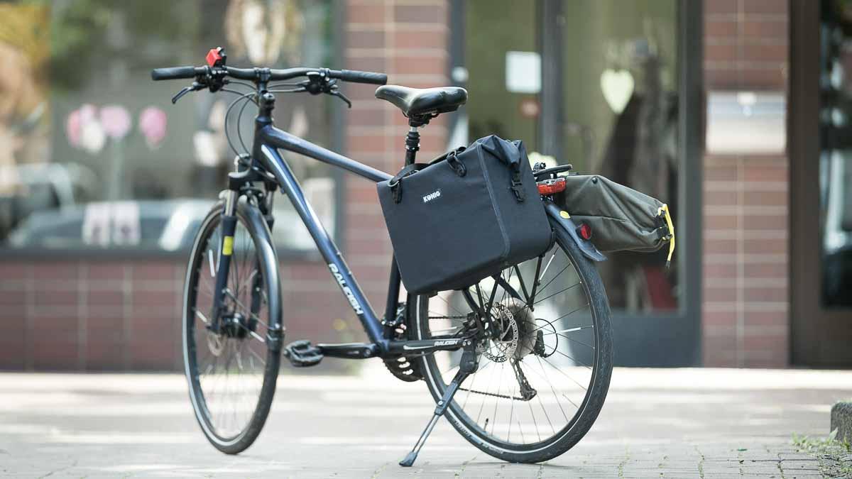 König Foto-Satteltaschen am Fahrrad montiert zum Transport der Kameras des Fotostudio Farbtonwerk in Berlin