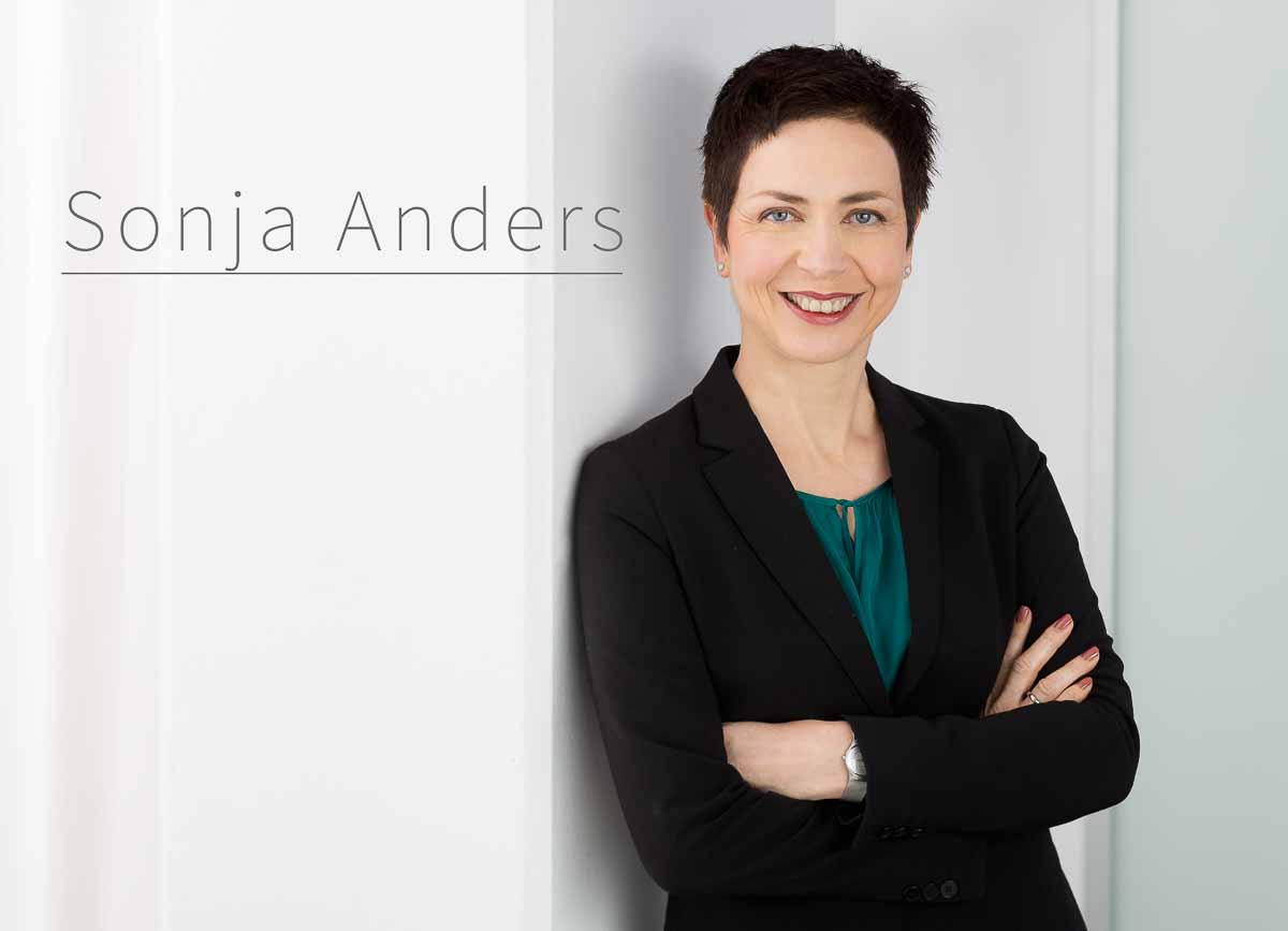 Businessportraits von Sonja Anders, der Chefdramaturgin und stellvertretenden Intendantin des Deutschen Theater Berlins